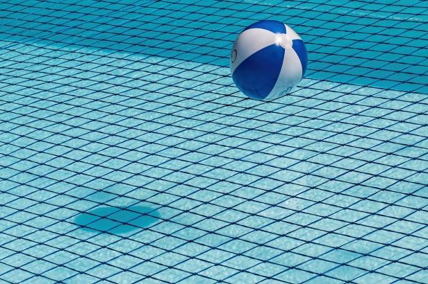 swimming-pool-1665669_1280